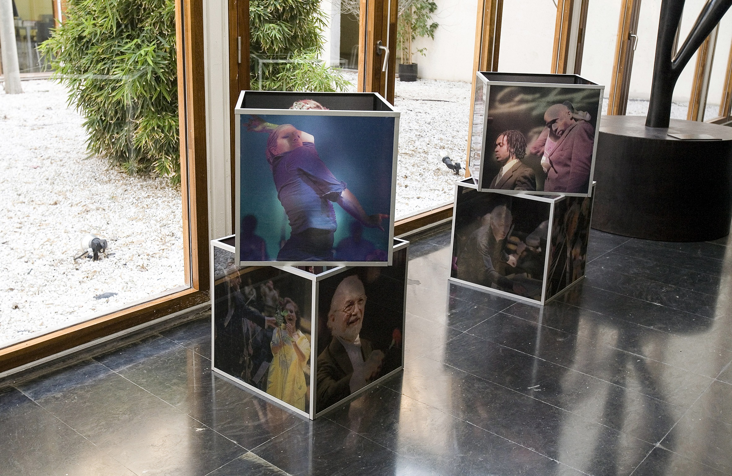 Exposición Instalación Los Gestos de a Música